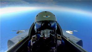 备战航空飞镖 空军战机亮相国际赛场