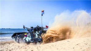 """国际军事比赛:""""海上登陆""""赛展开激烈角逐"""
