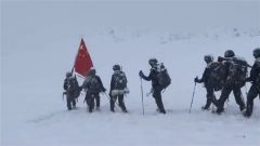 拿下冠军!他们让五星红旗飘扬在海拔5642米的山顶