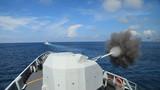 编队主炮对岸射击,图为泸州舰舰炮射击。蔡盛秋 摄