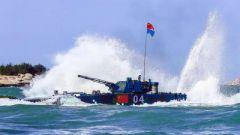 1分钟看完国际军事比赛-2018海上登陆接力赛