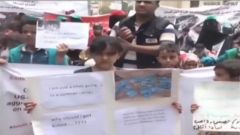 联军空袭致数十名儿童殒命 手机视频显示空袭前一幕
