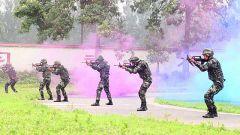 武警部队举行首届指挥员大比武