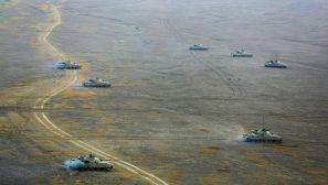 一起来看  新疆军区某师对抗演练激战正酣