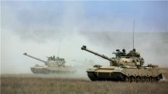 绝对震撼!直击装甲合成营鏖战西北戈壁