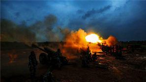 火炮怒射 空降兵跨昼夜实弹射击