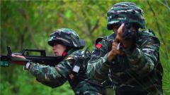 直击武警毕业学员山林地营救人质演练