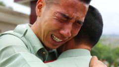 告别军营 一米八的大个哭成泪人儿