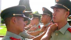 武警新疆总队某机动支队老兵退伍 特殊方式告别军营