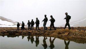 边防官兵巡逻路上的壮美河山