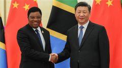 习近平会见坦桑尼亚总理马贾利瓦