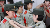 武警北京总队天安门地区支队女兵中队卸衔仪式现场。