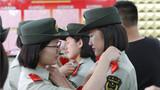 9月7日上午10时左右,武警北京总队天安门地区支队女兵中队卸衔仪式现场。