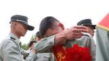 摘下肩章、领花的时候,好多老兵不由得落下了眼泪。