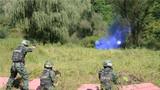 小组综合战术射击课目,特战队员个个都是神枪手。