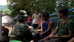 云南墨江:武警官兵深入偏远村寨展开灾后重建