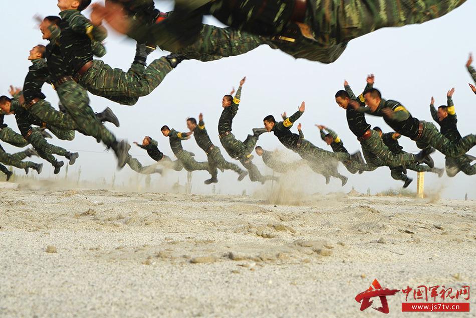 图33、戈壁飞舞。