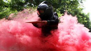 武警排爆手 烟雾中的逆行者
