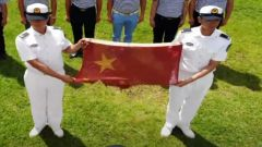 【我和我的祖国】一面残缺国旗背后的故事