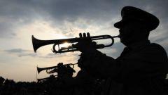 军队司号员养成四部曲:嘴肿、起泡、出血、溃脓