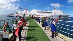 中国海军舰艇首访多米尼克受到热烈欢迎