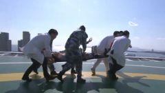 山东青岛:军地联合开展医疗后送演练