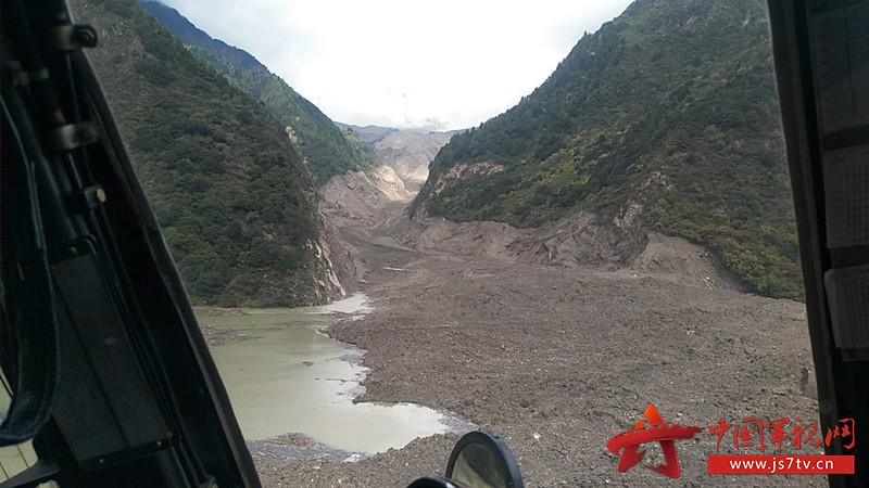 雅鲁藏布江形成堰塞湖,水位猛涨,距离下游墨脱县城约175公里,给下游