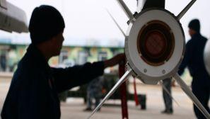 远海突击训练打响 飞行员陌生海域实施精准打击