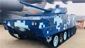 直擊珠海航展:運20展開飛行訓練 新型空降戰車亮相