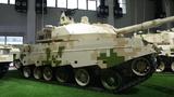 """VT5为国际军贸市场上极为罕见的轻型主战坦克,也是中国乃至世界最先进的30吨级主战坦克。该车可以在江河水网区域和高原等传统主战坦克无法""""涉足""""的区域执行作战任务。"""