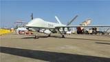 彩虹-4无人机携弹展示。