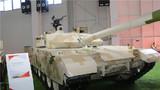 在第十二屆中國航展上,除了我國空軍新型戰機和精彩絕倫的飛行表演外,一大批高精尖的陸戰武器裝備也精彩亮相,其科技含量不斷提升。該圖為VT4型主戰坦克 李建峰攝