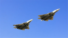 俄最新战机苏-57高调亮相