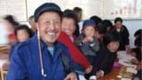 山东省沂南县大成庄村农民喜领小麦种植补贴。