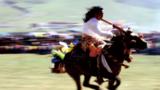 保护弘扬农村优秀文化,传承发展民族文化,农民文化生活日益丰富。图为青海省玉树藏族自治州玉树市牧民参加草原运动会马术比赛。