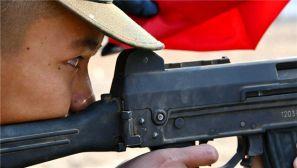 把青春压进枪膛 北京武警新兵打响军营第一枪