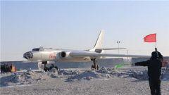 空军院校组织飞行学员跨区跨昼夜远程轰炸训练