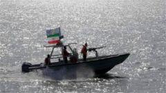 突袭!伊朗快艇逼近美国军舰