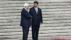 习近平同巴勒斯坦总统就中巴建交30周年互致贺电