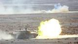 坦克分队运动射击。