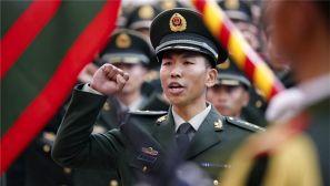 军营成人礼:500余名武警新战士被授予列兵军衔