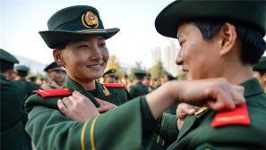 """女兵风采:军旅路上的""""成人礼"""""""