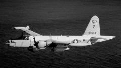 """解放军""""夜间照明攻击"""" P2V-7侦察机无路可逃"""