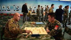我赴黎维和部队与黎政府军举办首届中国象棋比赛