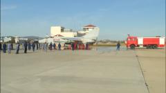 《军事报道》20181130飞行员成功处置战机起火