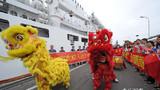 智利海军官兵、中国驻智利使馆工作人员、华侨华人、中资机构代表等到码头迎接。江山摄