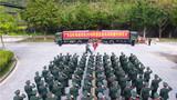 向军旗告别仪式现场。