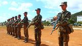 新戰士們以班為單位開展戰術訓練。