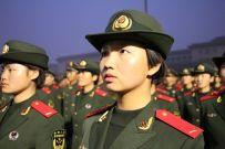 与国旗近距离接触,士兵誓言点燃军旅征程