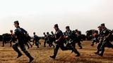 官兵快速奔赴战位。